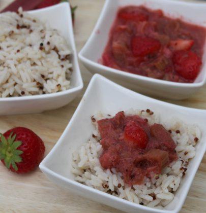 Reis/Quinoa-Porridge mit warmem Erdbeer-Rhabarber Kompott